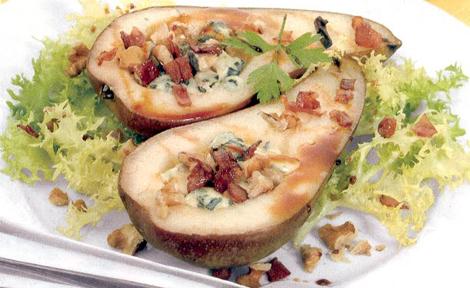 Peras rellenas con nueces y queso azul