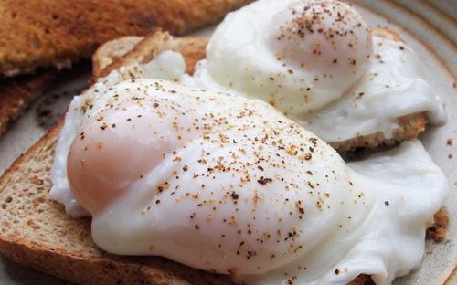 Consejos para hacer huevos escalfados comida sana for Cocinar comida sana