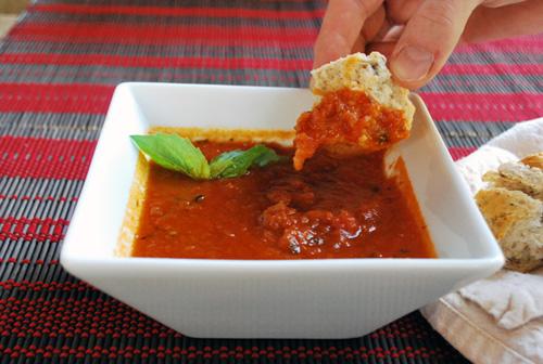 Nutritiva y sabrosa sopa de tomates
