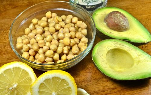Sabroso y rápido humus de aguacate