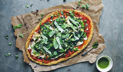 Pizza vegetariana, con coliflor y vegetales